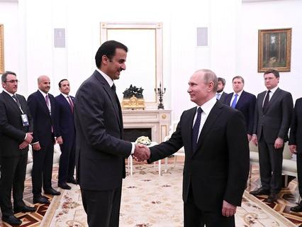 Эмир Катара Тамим бен Хамад Аль Тани и президент России Владимир Путин во время встречи