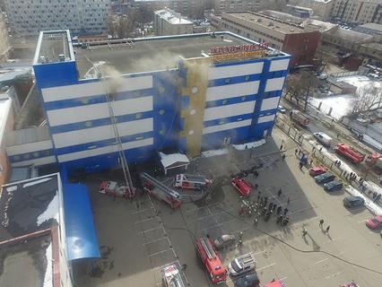 """Пожар в ТЦ """"Персей для детей"""" на Малой Семёновской улице"""