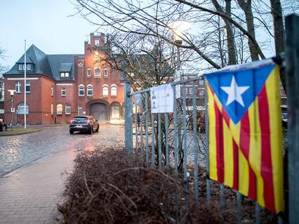 Суд немецкого города Шлезвиг постановил освободить экс-главу каталонского женералитета Карлеса Пучдемона