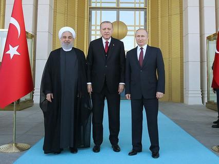 Президент Ирана Хасан Рухани, президент Турции Реджеп Тайип Эрдоган и президент России Владимир Путин