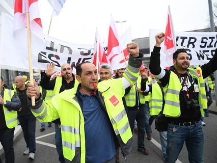 Европу захлестнули массовые забастовки работников транспорта