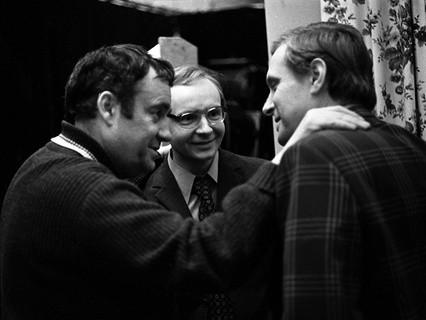 """Кинорежиссёр Эльдар Рязанов во время съёмки фильма """"Служебный роман"""""""