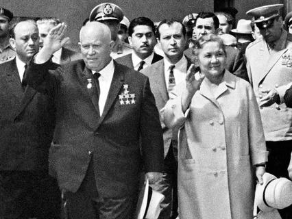 Никита Хрущёв с супругой во время визита в Египет