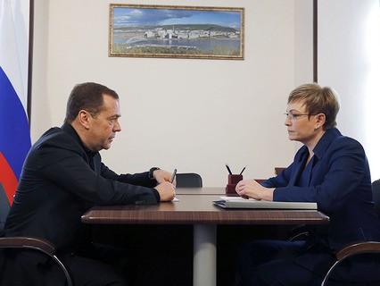 Председатель правительства Дмитрий Медведев и губернатор Мурманской области Марина Ковтун