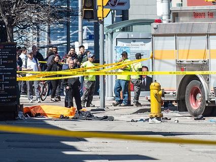 В Торонто микроавтобус въехал в толпу пешеходов: 10 человек погибли