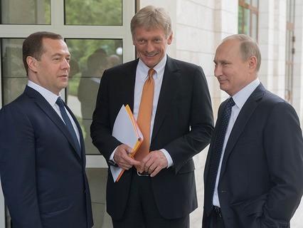 Председатель правительства Дмитрий Медведев, пресс-секретарь президента Дмитрий Песков и Владимир Путин