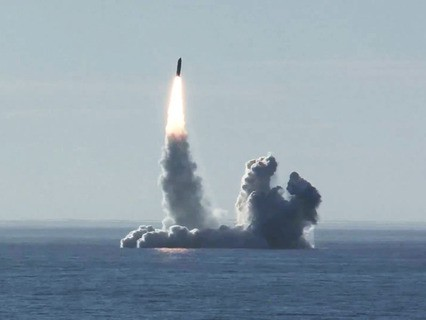 """Запуск ракеты """"Булава"""" с подводного крейсера """"Юрий Долгорукий"""" в Белом море"""