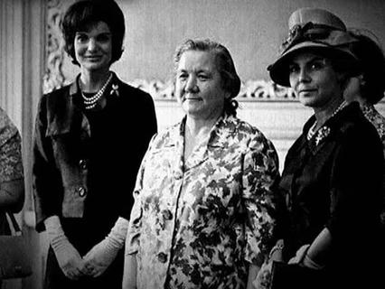 Кремлёвские жёны-невидимки