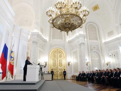 Владимир Путин во время выступления с посланием к Федеральному собранию