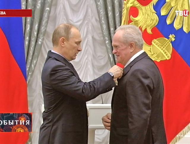 Владимир Путин вручает государственные награды выдающимся деятелям науки и культуры