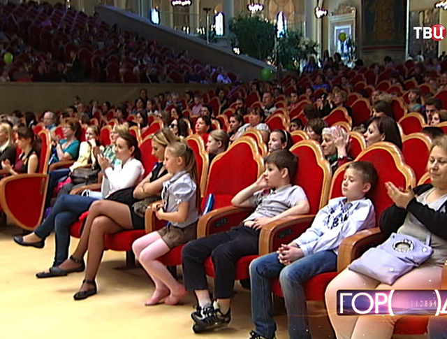 Дети в Храме Христа Спасителя