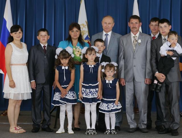 """Владимир Путин на церемонии награждения орденами """"Родительская слава"""""""