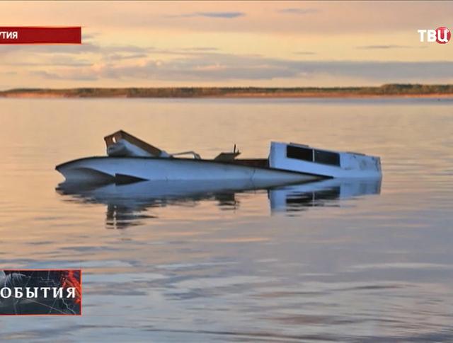 Перевернутый катер в Якутии