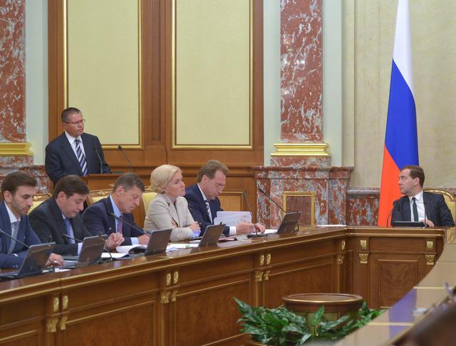 Дмитрий Медведев во время заседания правительства России