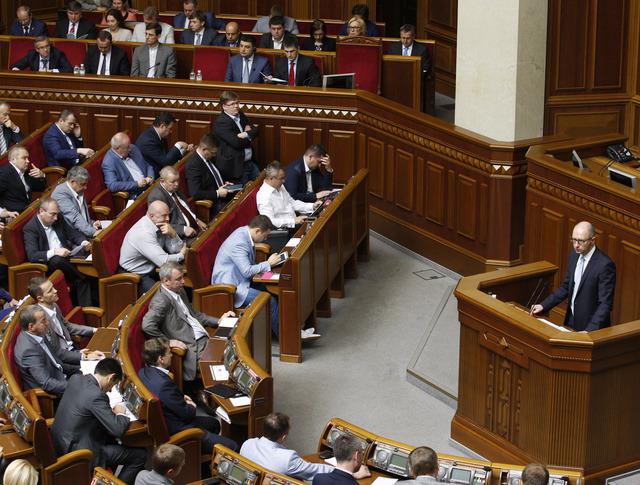 Арсений Яценюк во время заседания парламента