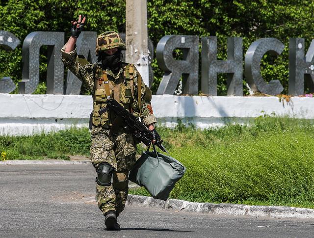 Народные ополченцы на границе Славянска