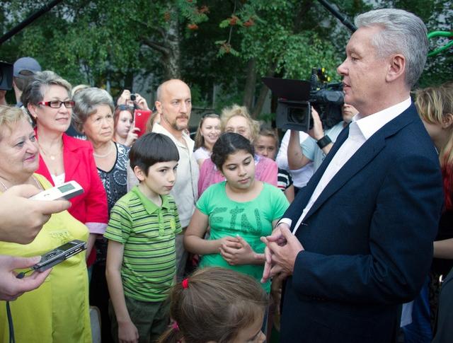 Сергей Собянин проинспектировать ход работ по обустройству дворов в Бибирево