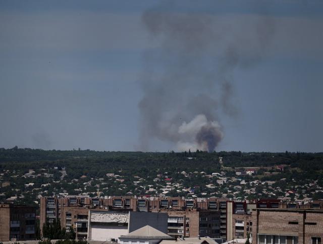 Во время минометного обстрела пригородных районов Луганска