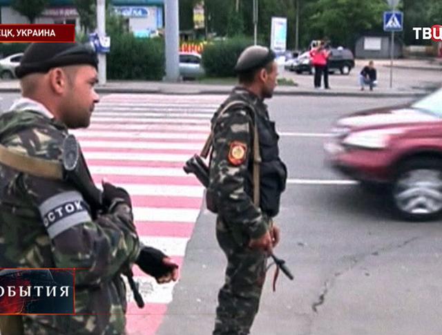 Ополченцы на улицах Донецка
