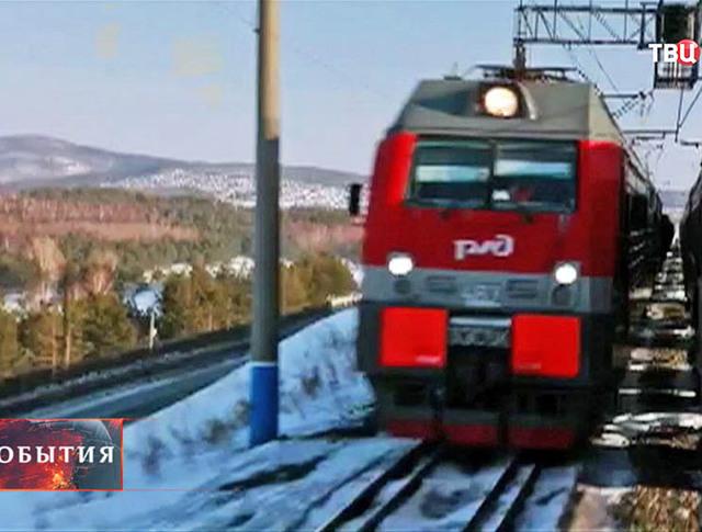 Поезд едет по БАМу