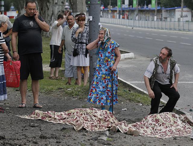 Жители Луганска после артобстрела