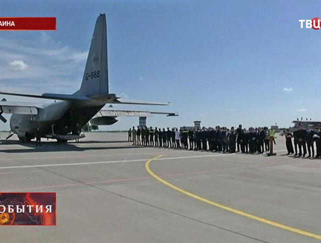 Отправка тел погибших в авиакатастрофе Boeing 777 из Харькова в Нидерланды