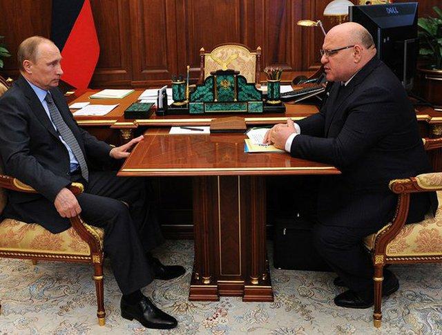 Владимир Путин и губернатор Еврейской автономной области Александр Винников