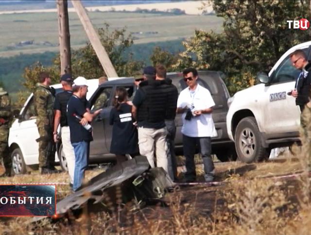 Специалисты ОБСЕ на месте крушения Boeing 777 в Донецкой области