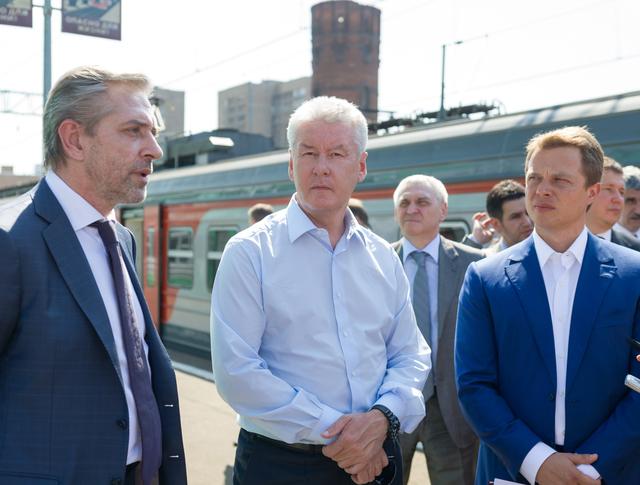 Сергей Собянин и Максим Ликсутов на платформе пригородных поездов Савеловского вокзала