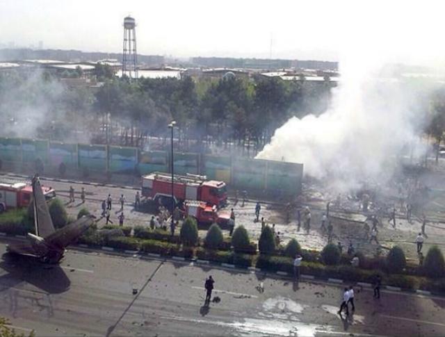 Последствия авиакатастрофы в Иране