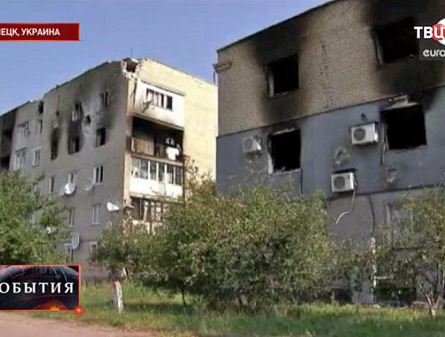 Последствия обстрела жилых кварталов в Донецке