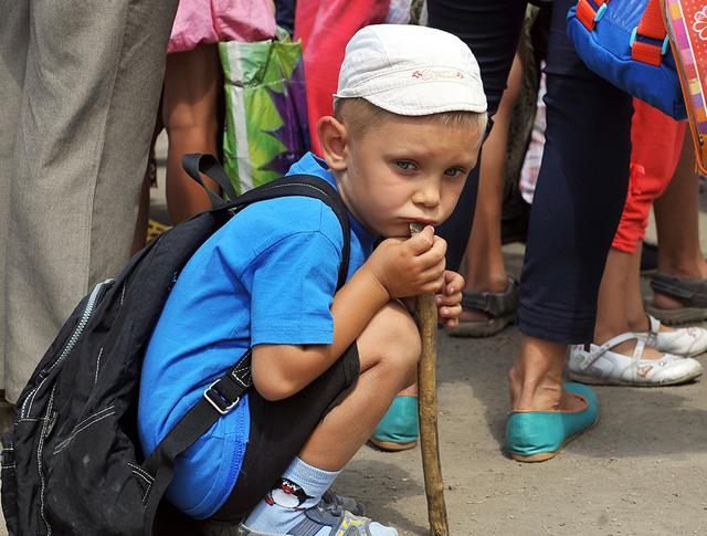Ребенок на территории лагеря для украинских беженцев