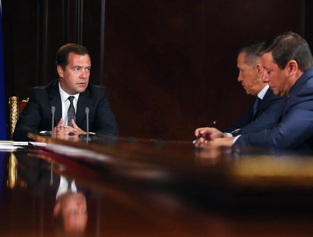 Премьер-министр РФ Д.Медведев провел совещание с вице-премьерами РФ