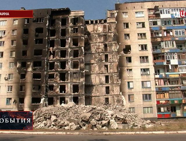 Последствия артобстрела жилых кварталов юго-востока украинской армией