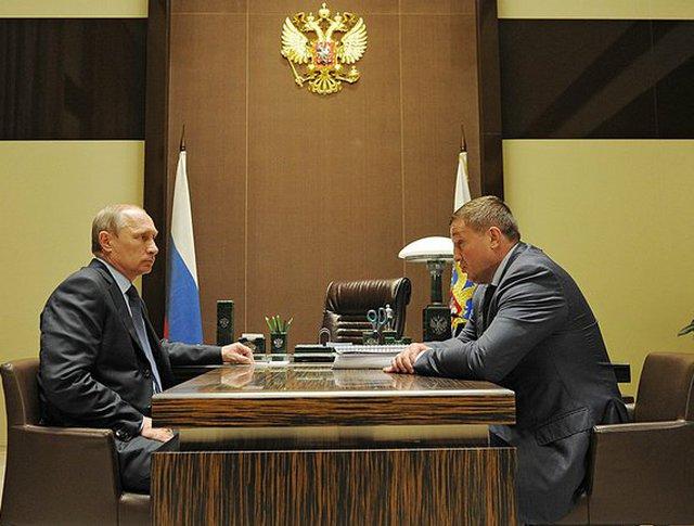 Президент россии Владимир Путин и с временно исполняющий обязанности губернатора Волгоградской области Андрей Бочаров