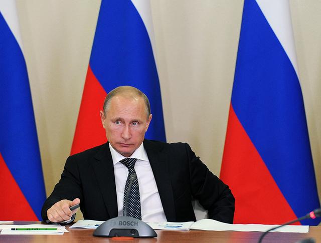 Президент России Владимир Путин на совещании по вопросам развития портов Азово-Черноморского бассейна