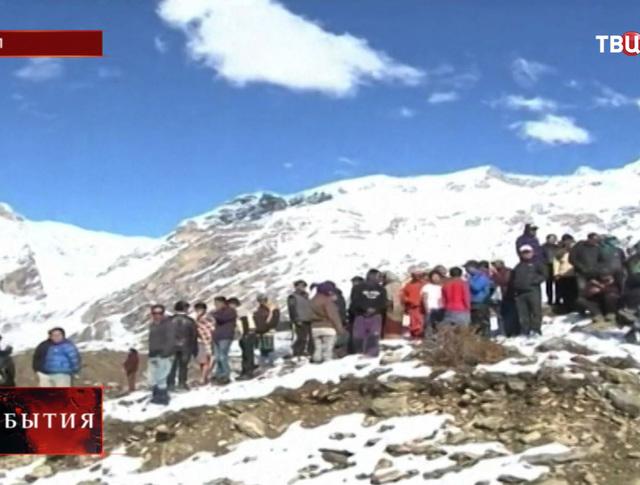 Туристы в горах Непала