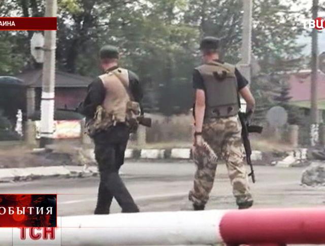 Бойцы украинской армии на КПП