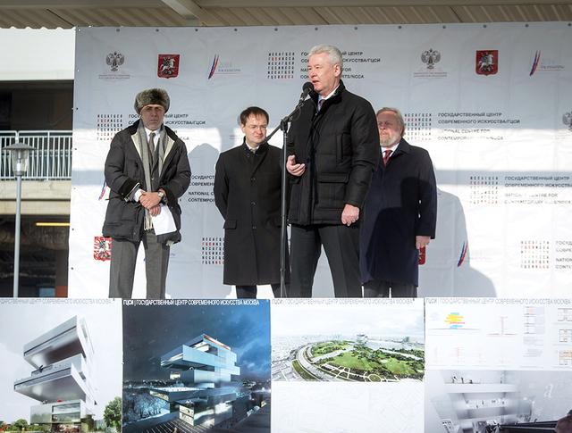 Сергей Собянин во время закладки камня нового Государственного центра современного искусства на Ходынском поле