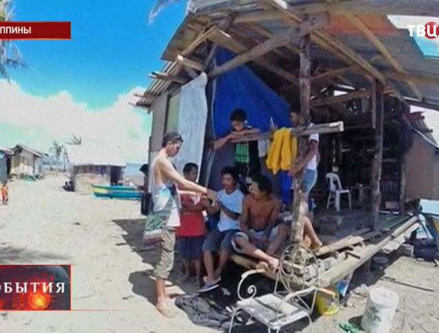 Дизайнер делает мебель из обломков от тайфуна