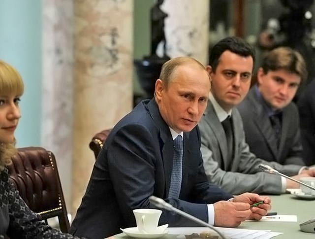 Владимир Путин встретился с молодыми учёными и преподавателями истории