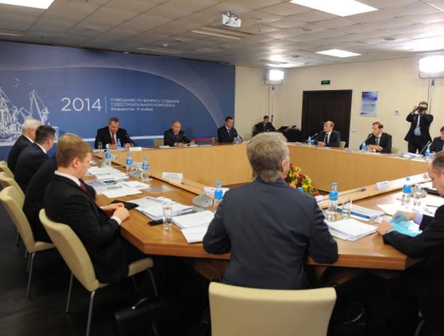 Владимир Путин проводит совещание по вопросу создания судостроительного комплекса