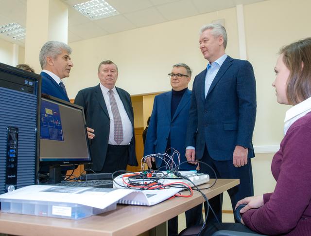 Сергей Собянин осматривает учебный комплекс НИУ ВШЭ в районе Строгино