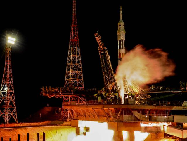 """Старт ракеты-носителя """"Союз-ФГ"""" с транспортным пилотируемым кораблем """"Союз ТМА-15М"""""""