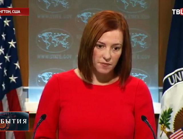 Представитель Госдепа США Дженнифер Псаки в одном сапоге