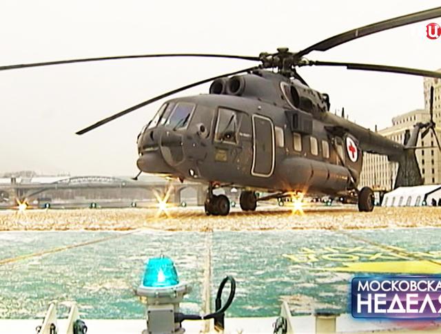 Вертолет на вертолетной площадке