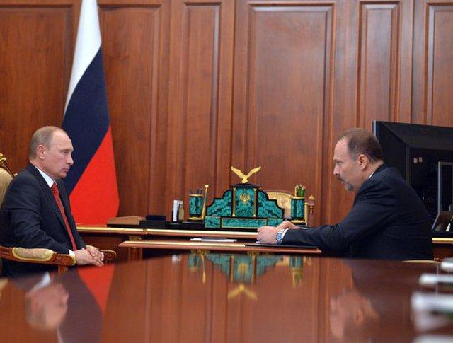 Владимир Путин и министр строительства и жилищно-коммунального хозяйства Михаил Менем