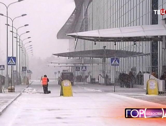 Снегопад повлиял на работу аэропортов