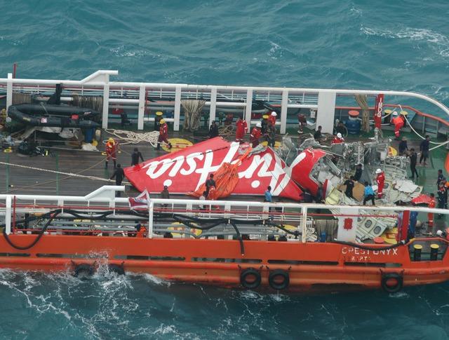 Хвостовая часть разбившегося лайнера AirAsia