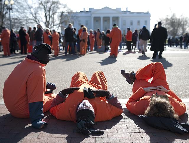 Акция с требованием закрыть тюрьму Гуантанамо у здания Белого дома